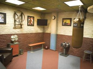 mario_lopez_home gym